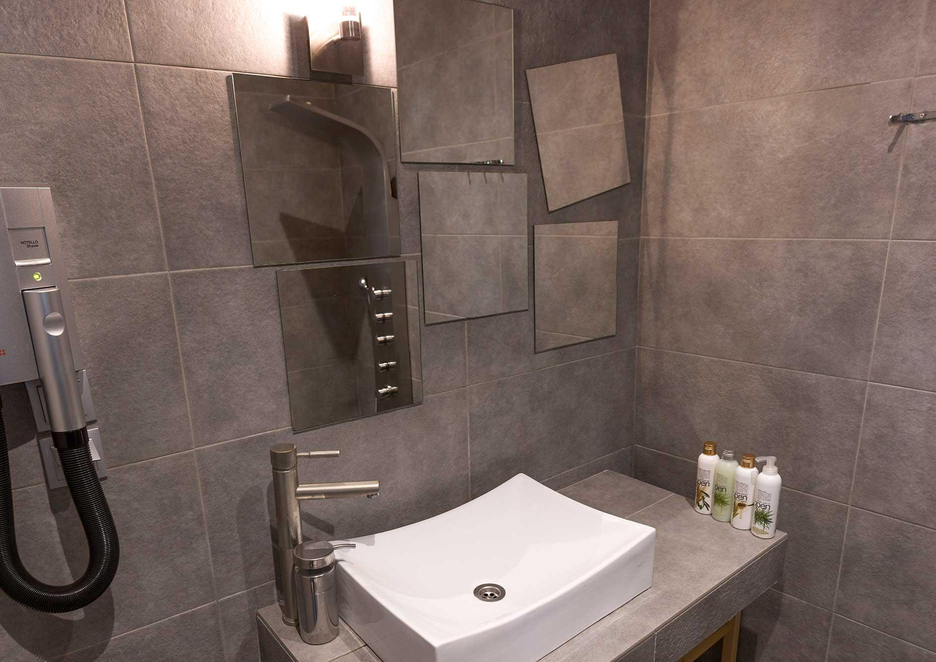 bathroom-panorama
